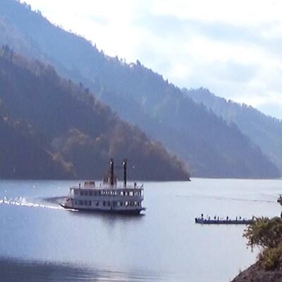 奥只見湖遊覧船